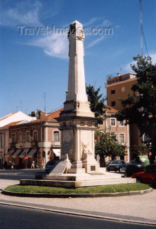 portugal-se42: Portugal - Setubal: WWI obelisk - Combatentes square / oblisco no largo dos Combatentes da Grande Guerra - photo by M.Durruti - (c) Travel-Images.com - Stock Photography agency - Image Bank