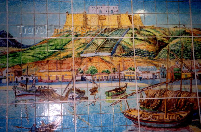 portugal-se5: Portugal - Setúbal: tiles at McDonald's ! formerly Hotel Esperança's entrance hall / Azulejos no McDonald's ! antiga entrada do Hotel Esperança - photo by M.Durruti - (c) Travel-Images.com - Stock Photography agency - Image Bank