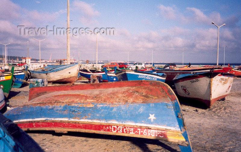 portugal-se53: Portugal - Setubal: boats for sale - fishing harbour / velhos barcos para venda - doca pesqueira - photo by M.Durruti - (c) Travel-Images.com - Stock Photography agency - Image Bank