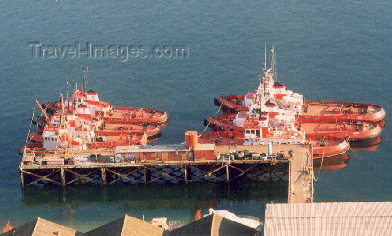 portugal-se64: Portugal - Setubal: tug boats on the Sado estuary / rebocadores - photo by M.Durruti - (c) Travel-Images.com - Stock Photography agency - Image Bank