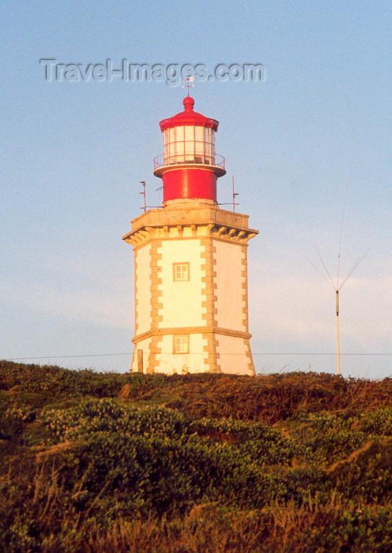 portugal-se67: Cape Espichel (Concelho de Sesimbra) - Portugal: the lighthouse - o farol do Cabo Espichel - photo by M.Durruti - (c) Travel-Images.com - Stock Photography agency - Image Bank