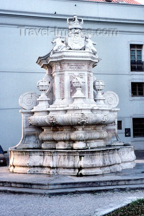 portugal169: Portugal - Setúbal: Sapal fountain - Teófilo Braga square / Chafariz do Sapal - praça Teófilo Braga - photo by M.Durruti - (c) Travel-Images.com - Stock Photography agency - Image Bank