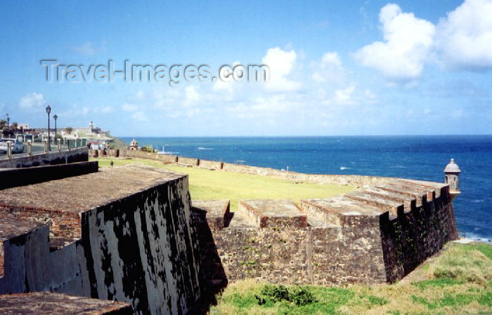 puerto-rico16: Puerto Rico - San Juan / SJU / SIG: ramparts along Calle Norzagaray - murallas - Calle Norzagaray - photo by M.Torres - (c) Travel-Images.com - Stock Photography agency - Image Bank