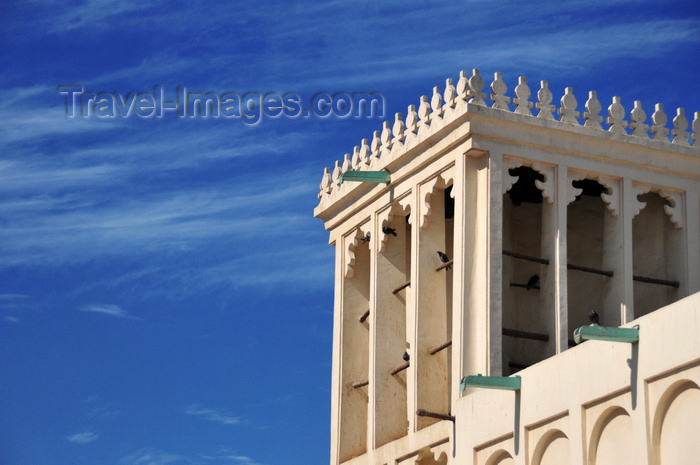 qatar11: Doha, Qatar: wind tower with crenulation - badghir, meaning windcatcher  or wind trap - ancient form of air-conditioning used on both sides of the Persian Gulf, capturing fresh air into the building and taking into the lower floors - Heritage House Museum, Souq Al Najada - photo by M.Torres - (c) Travel-Images.com - Stock Photography agency - Image Bank