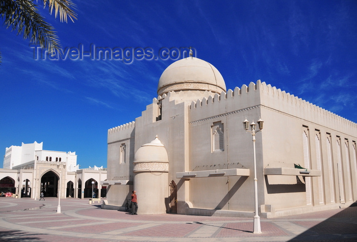 qatar12: Doha, Qatar: mirhab side of Al Najada mosque, with the souq in the background - photo by M.Torres - (c) Travel-Images.com - Stock Photography agency - Image Bank
