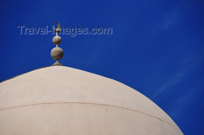 qatar14: Doha, Qatar: dome with crescent moon of Al Najada mosque - photo by M.Torres - (c) Travel-Images.com - Stock Photography agency - Image Bank