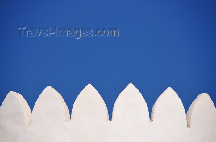 qatar25: Doha, Qatar: Kuwt / Khoot / Koot fort - white washed crenulation on a tower - photo by M.Torres - (c) Travel-Images.com - Stock Photography agency - Image Bank