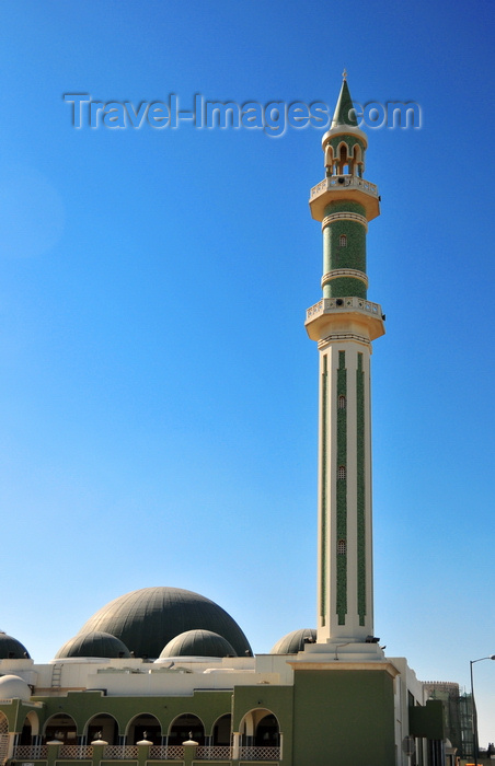qatar29: Doha, Qatar: minaret and green domes of the Al-Sheoukh Mosque aka Grand Mosque - built in 1963 following the demolition of an older mosque - photo by M.Torres - (c) Travel-Images.com - Stock Photography agency - Image Bank