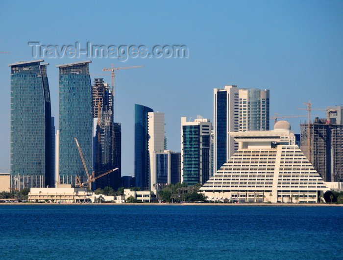 qatar48: Doha, Qatar: City Center Hotel Towers, by HOK Architects and Sheraton Doha Resort and Convention Hotel, brutalism in Arabia by architect William L. Pereira - West Bay skyline from the south side of Doha Bay - photo by M.Torres - (c) Travel-Images.com - Stock Photography agency - Image Bank