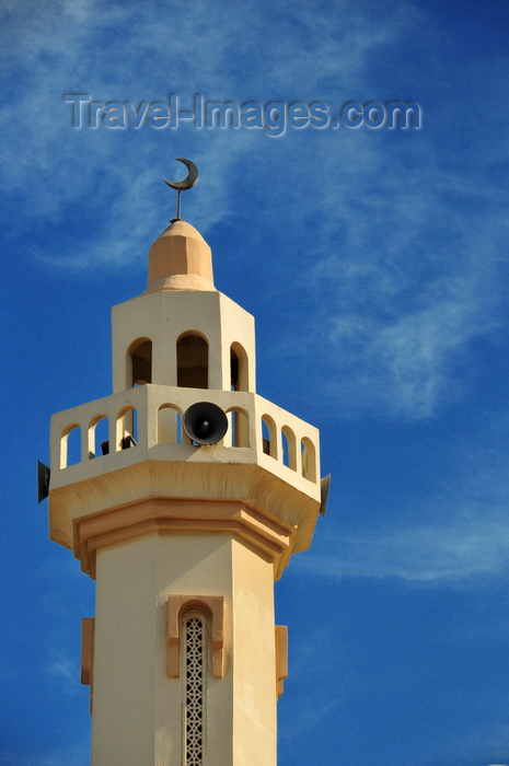 qatar5: Doha, Qatar: minaret with megaphones of Dar Al Kutob mosque - Library mosque - Tariq Bin Ziyad St, round-about at Ras Abu Abboud St - Old Al Ghanim - photo by M.Torres - (c) Travel-Images.com - Stock Photography agency - Image Bank