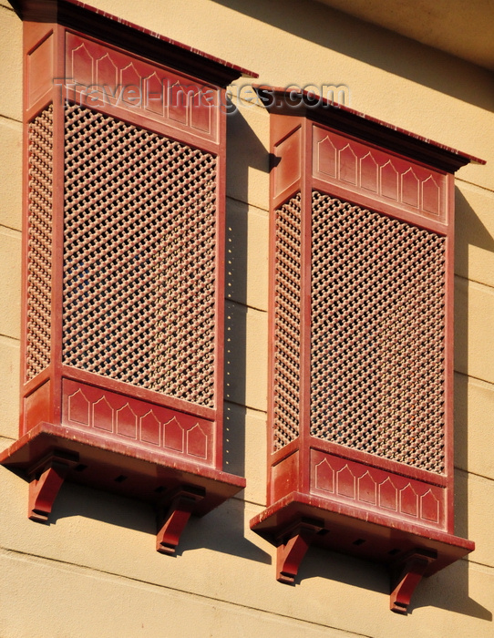 qatar81: Doha, Qatar: Qatar Islamic Cultural Center, FANAR - arabian enclosed oriel window with carved wood - Mashrabiya or Shanasheel - photo by M.Torres - (c) Travel-Images.com - Stock Photography agency - Image Bank