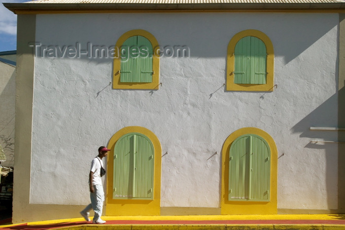reunion129: Réunion (north-west) - Saint-Gilles / St-Gilles: architecture - white and yellow - photo by Y.Guichaoua - (c) Travel-Images.com - Stock Photography agency - Image Bank