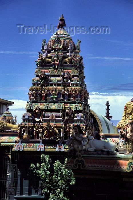 reunion15: Reunion / Reunião - St-Denis: gopuram of the Hindu temple - Shri Kali Kampal Kôvil - Mandir - rue du Mar - photo by W.Schipper - (c) Travel-Images.com - Stock Photography agency - Image Bank