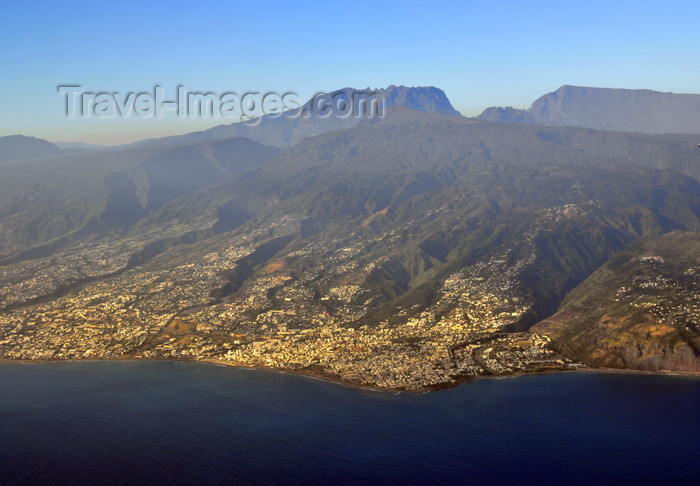reunion17: Réunion: northern part of the island seen from the air - photo by M.Torres - (c) Travel-Images.com - Stock Photography agency - Image Bank
