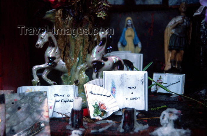 reunion19: Reunion / Reunião - improvised shrine - thanking St. Expedit for miracles / Santo Expedito - agradecimento por milagres - photo by W.Schipper - (c) Travel-Images.com - Stock Photography agency - Image Bank