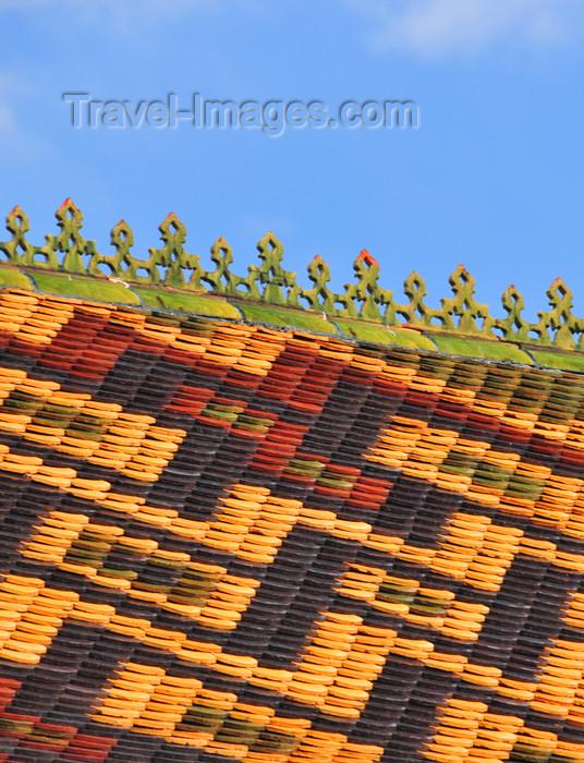 reunion196: Saint-Denis, Réunion: decorated roof - creole architecture on Avenue de la Victoire - photo by M.Torres - (c) Travel-Images.com - Stock Photography agency - Image Bank