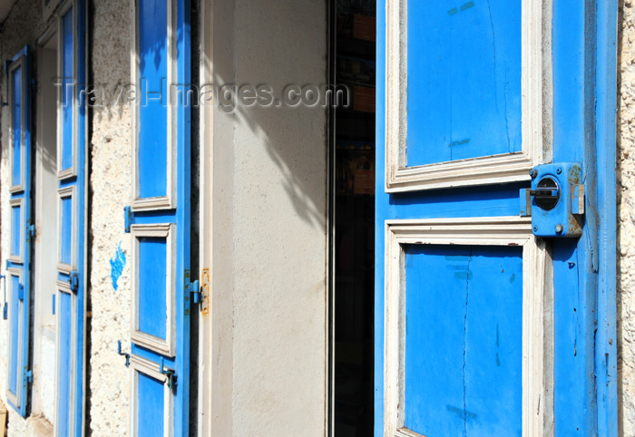reunion206: Saint-Denis, Réunion: - blue doors - photo by M.Torres - (c) Travel-Images.com - Stock Photography agency - Image Bank