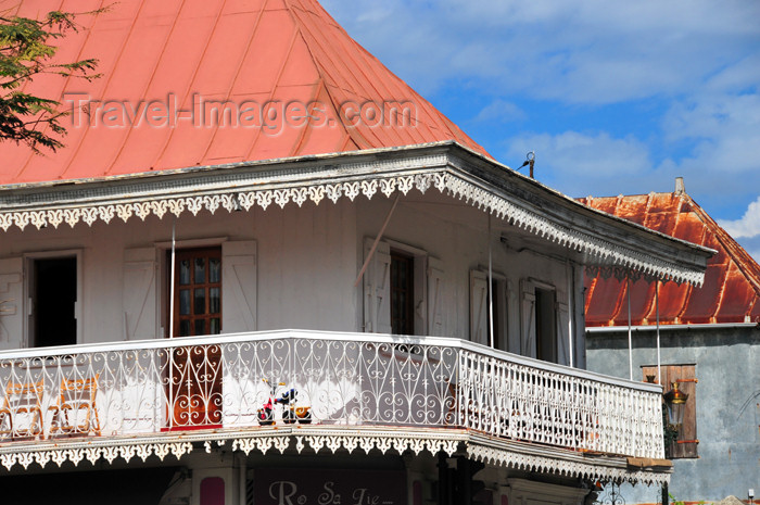 reunion214: Saint-Denis, Réunion: red roof and creole balcony - corner of Pasteur and Paris street - photo by M.Torres - (c) Travel-Images.com - Stock Photography agency - Image Bank
