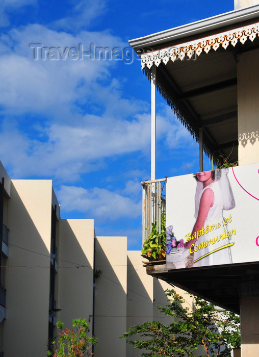 reunion218: Saint-Denis, Réunion: old and new architecture - corner of Rue Maréchal Leclerc and Rue Jules Olivier - photo by M.Torres - (c) Travel-Images.com - Stock Photography agency - Image Bank