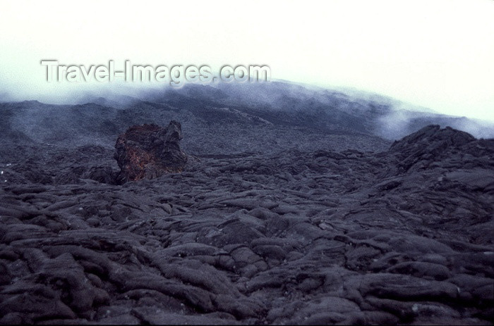 reunion54: Reunion / Reunião - Mount Piton de la Fournaise - Volcano: lava formations - photo by W.Schipper - (c) Travel-Images.com - Stock Photography agency - Image Bank
