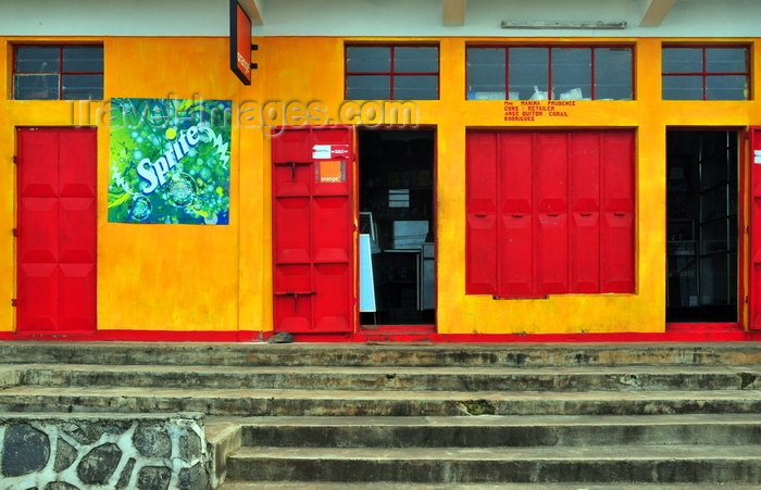 rodrigues1: Anse Quitor, Rodrigues island, Mauritius: colourful grocery store - Creole architecture - photo by M.Torres - (c) Travel-Images.com - Stock Photography agency - Image Bank