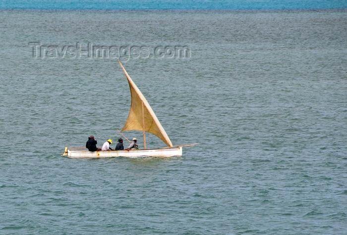 rodrigues11: Anse Tamarin, Rodrigues island, Mauritius: fishermen sail away - photo by M.Torres - (c) Travel-Images.com - Stock Photography agency - Image Bank