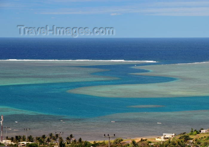 rodrigues28: Anse Mourouk, Rodrigues island, Mauritius: 'La Grande Passe', a meandering channel in the lagoon, an area of the reef teeming with wildlife - photo by M.Torres - (c) Travel-Images.com - Stock Photography agency - Image Bank