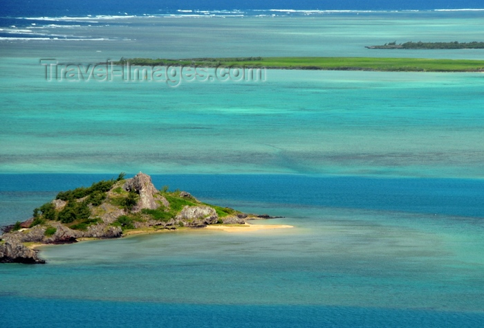 rodrigues29: Hermitage Island, Rodrigues island, Mauritius: coral reef and islet, home to a small beach and a legendary pirates' trasure - photo by M.Torres - (c) Travel-Images.com - Stock Photography agency - Image Bank
