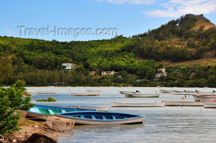 rodrigues63: Baie aux Huitres, Rodrigues island, Mauritius: hill, boats and villas - Oyster bay - photo by M.Torres - (c) Travel-Images.com - Stock Photography agency - Image Bank
