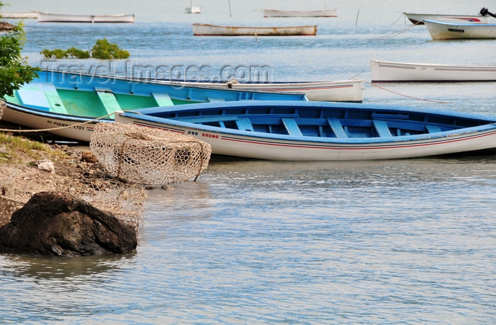 rodrigues64: Baie aux Huitres, Rodrigues island, Mauritius: fishing boats at rest - Oyster bay - photo by M.Torres - (c) Travel-Images.com - Stock Photography agency - Image Bank