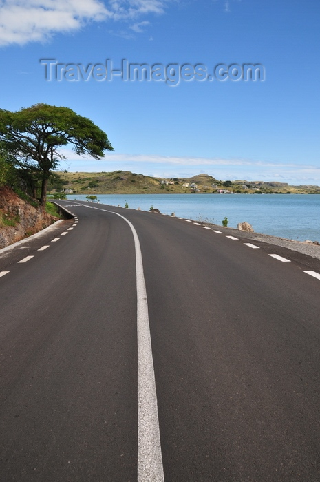 rodrigues68: Baie Malgache, Rodrigues island, Mauritius: road along the north coast - photo by M.Torres - (c) Travel-Images.com - Stock Photography agency - Image Bank
