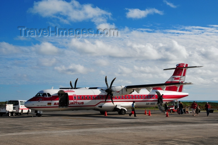 rodrigues76: Plaine Corail, Rodrigues island, Mauritius: Air Mauritius ATR 72-500 (3B-NBG) twin-engine turboprop regional airliner- Sir Gaëtan Duval (Rodrigues) Airport - photo by M.Torres - (c) Travel-Images.com - Stock Photography agency - Image Bank