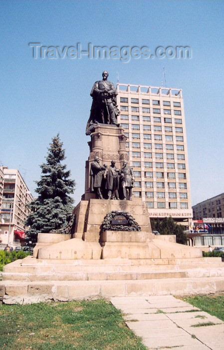 romania16: Romania - Iasi / IAS: statue of Prince Alexandru Ioan Cuza on the spot of the Union Hora dance and the Hotel Unirea - Piata Unirii - photo by M.Torres - (c) Travel-Images.com - Stock Photography agency - Image Bank