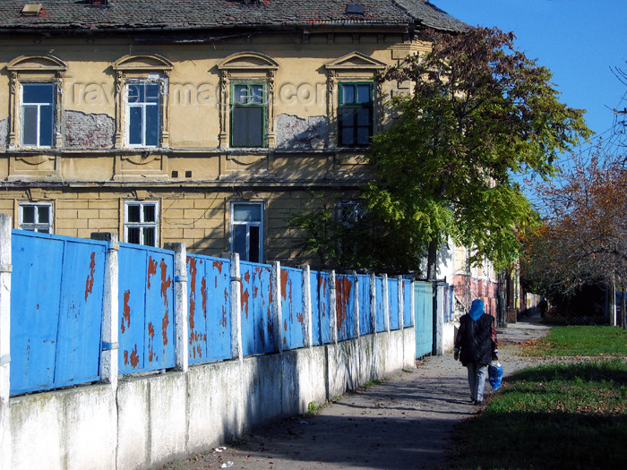 romania62: Romania - Timisoara: blue fence - Bulverdul Eroilor de la Tisa - photo by *ve - (c) Travel-Images.com - Stock Photography agency - Image Bank