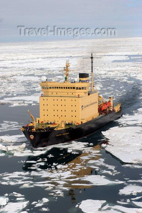 russia422: Russia - Bering Strait (Chukotka AOk): icebreaker - Kapitan Khlebnikov in the ice of the Chukchi Sea, Arctic Ocean - Isbryder / Eisbrecher / Rompighiaccio / IJsbreker / Jäänmurtaja / Isbrytare (photo by R.Eime) - (c) Travel-Images.com - Stock Photography agency - Image Bank