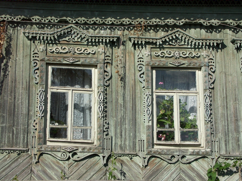 russia441: Russia - Perm: Russian timber architecture - detail - decorated windows - photo by P.Artus - (c) Travel-Images.com - Stock Photography agency - Image Bank