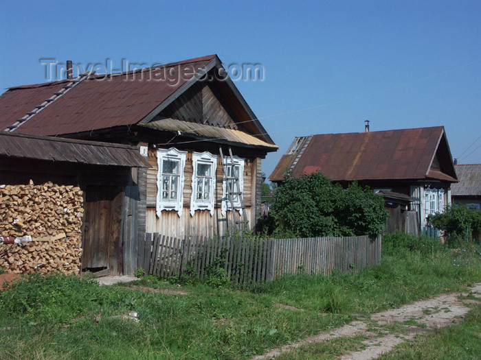 russia459: Russia - Udmurtia - Oudmourtie, Udmurcja, Udmurtien, Oedmoertië, Udmurtio, Udmurdi Vabariik - Izhevsk: dachas - wooden houses so typical of rural Russia - photo by P.Artus - (c) Travel-Images.com - Stock Photography agency - Image Bank