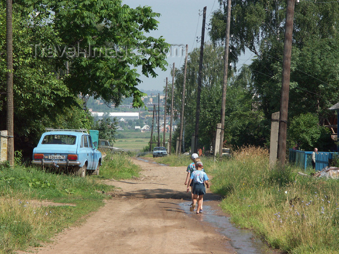 russia460: Russia - Udmurtia - Izhevsk: rural road - photo by P.Artus - (c) Travel-Images.com - Stock Photography agency - Image Bank