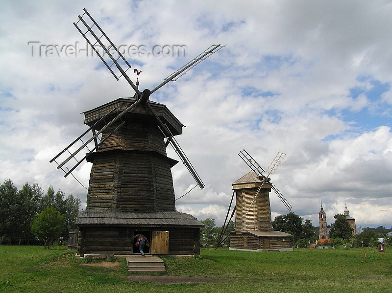 russia498: Russia - Suzdal - Vladimir oblast: two windmills - Museum of wooden architecture & peasant life - photo by J.Kaman - (c) Travel-Images.com - Stock Photography agency - Image Bank