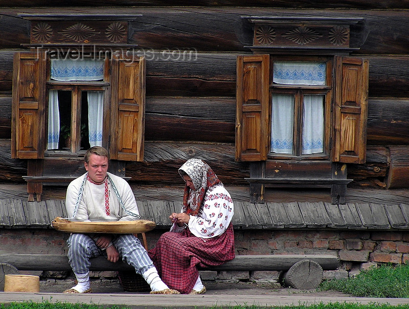 russia499: Russia - Suzdal - Vladimir oblast: mock peasants - Museum of wooden architecture & peasant life - photo by J.Kaman - (c) Travel-Images.com - Stock Photography agency - Image Bank