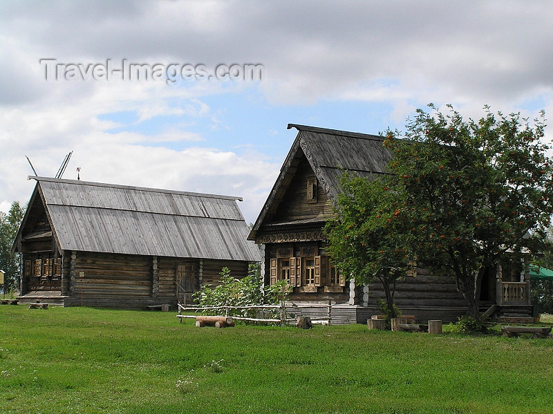 russia500: Russia - Suzdal - Vladimir oblast: village houses - Museum of wooden architecture & peasant life - photo by J.Kaman - (c) Travel-Images.com - Stock Photography agency - Image Bank