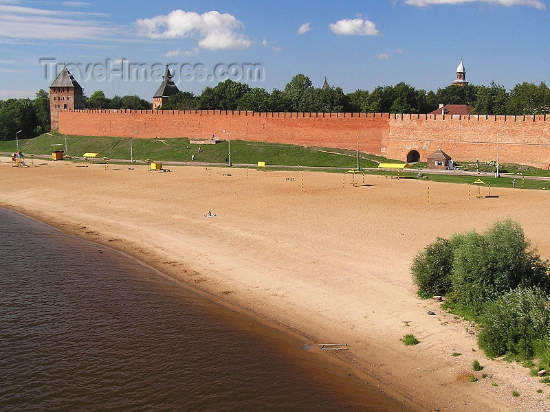 russia543: Russia - Velikiy Novgorod: beach on the Volkhov river and the Kremlin walls - photo by J.Kaman - (c) Travel-Images.com - Stock Photography agency - Image Bank