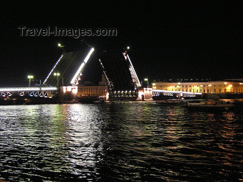 russia711: Russia - St Petersburg: Night raising of bridges on Neva river - photo by J.Kaman - (c) Travel-Images.com - Stock Photography agency - Image Bank
