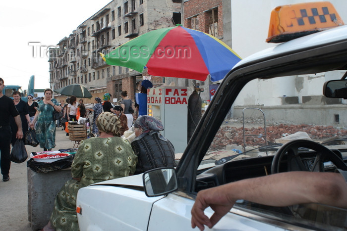 russia801: Chechnya, Russia - Grozny - market atmosphere in Grozny - Zhiguli taxi .- photo by A.Bley - (c) Travel-Images.com - Stock Photography agency - Image Bank