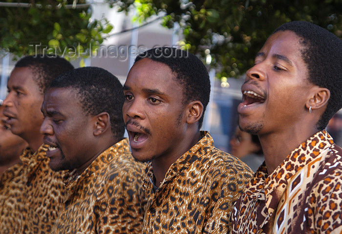 safrica181: South Africa - Street singers, Cape Town - leopard shirts - photo by B.Cain - (c) Travel-Images.com - Stock Photography agency - Image Bank