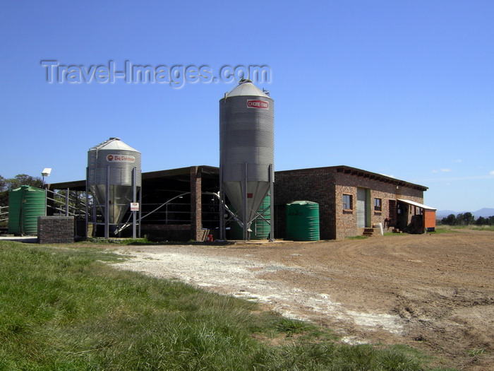 safrica200: Vergaderingskraal, Eastern Cape, South Africa: farm buildings and silos - the Boers keep the show running - Garden Route - photo by D.Steppuhn - (c) Travel-Images.com - Stock Photography agency - Image Bank