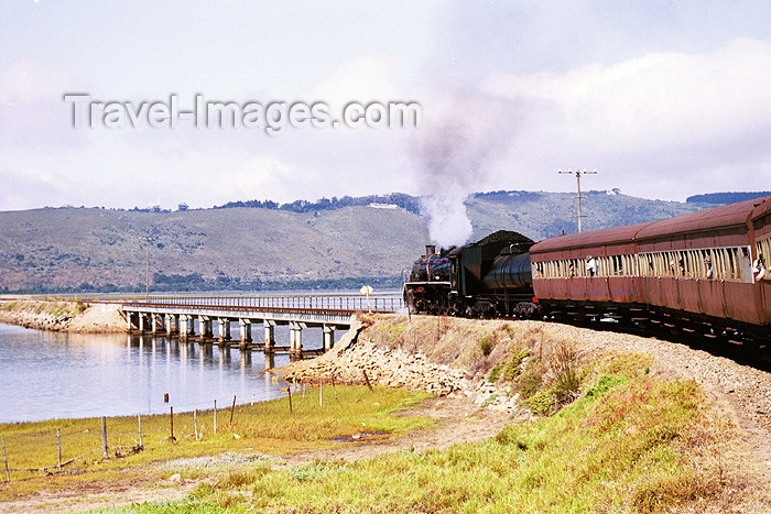 safrica92: South Africa - Knysna: Garden route by steam train - Outeniekwa choo choo entering a bridge - photo by J.Stroh - (c) Travel-Images.com - Stock Photography agency - Image Bank