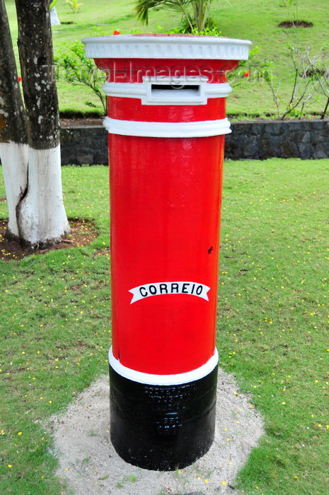 sao-tome104: Santana, Cantagalo district, São Tomé and Prícipe / STP: old Portuguese red post-box / velho marco de correio dos CTT - photo by M.Torres - (c) Travel-Images.com - Stock Photography agency - Image Bank