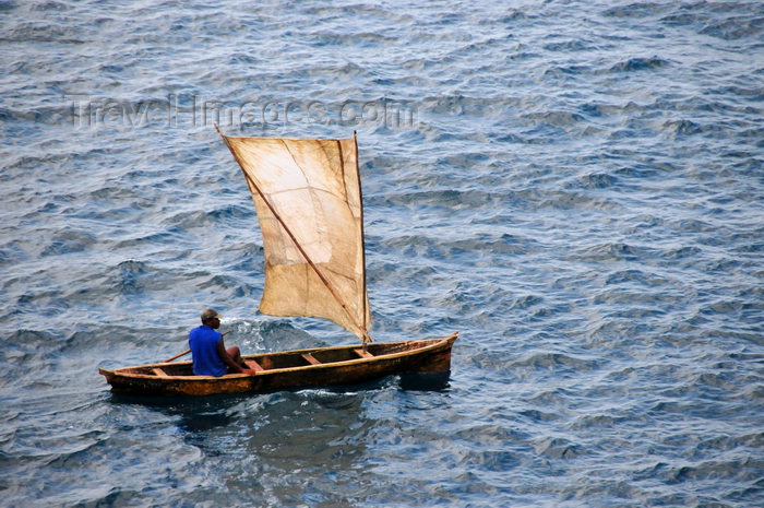 sao-tome107: Santana, Cantagalo district, São Tomé and Prícipe / STP: fisherman enters the Ocean is fragile sailing boat / pescador numa frágil casca de noz - photo by M.Torres - (c) Travel-Images.com - Stock Photography agency - Image Bank