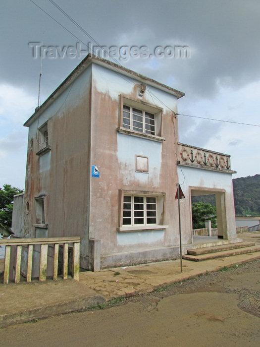 sao-tome12: Santo António, Príncipe island, São Tomé and Príncipe / STP: harbour building / administração do porto - photo by G.Frysinger - (c) Travel-Images.com - Stock Photography agency - Image Bank